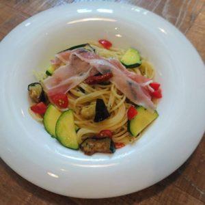 パンチェッタと夏野菜のペペロンチーノ