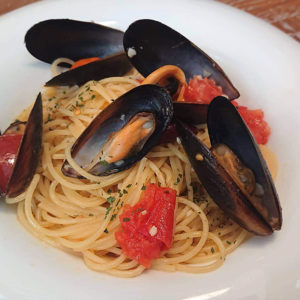 ムール貝とフレッシュトマトのスパゲッティ