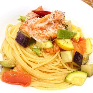 夏野菜と紅ズワイガニのペペロンチーノ
